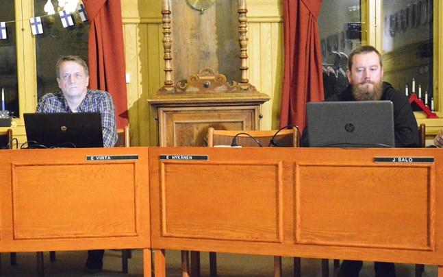 Stolen mellan Erkki Virta (SDP) och Jukka Salo (Sannf) gapade tom. Erkki Nykänen (Gröna) stannade hemma och det avgjorde beslutet: Kaskö sa nej till fusion med Närpes.