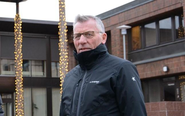 Olav Sjögård hoppas på många sökande då Närpes börjar söka stadsdirektör.