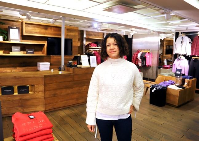 Sabina Aukia tackar alla kunder hon betjänat de senaste åtta åren. Samtidigt hoppas hon att de ska hitta henne igen i företagets nya lokaler.