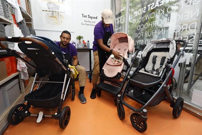 Amerikanska statsanställda mammor och pappor till nyfödda, nyligen adopterade eller fosterbarn, får antagligen rätt till tolv veckors betald föräldraledighet. Arkivbild.