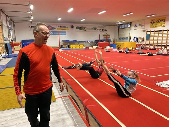 Tränaren Jean-Pierre Lavachery har lämnat NKG-Artistica och har återvänt till USA.
