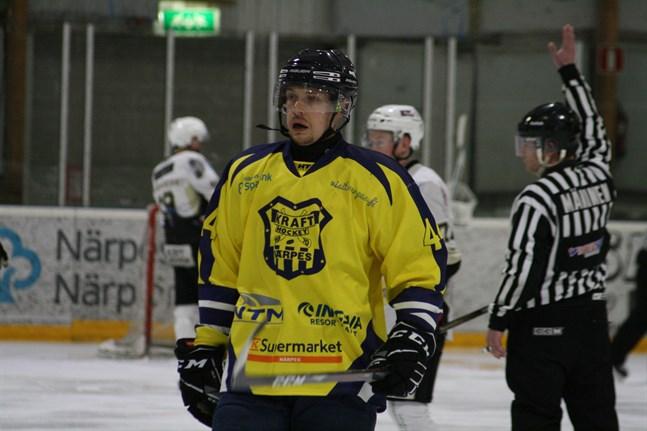 Tobias Malm är en av Krafts stabila försvarare. På lördag ska han och hans lagkompisar försöka ta poäng av Kurikan Ryhti.