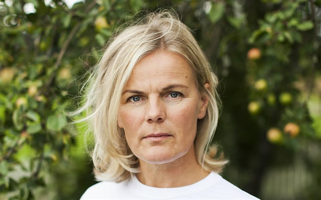 Elisabeth Eriksson är hushållsrådgivare på Marthaförbundet. Hon ger handfasta tips på hur man ska minska matsvinnet – bland annat med roliga recept som minskar ledan som kan uppstå av all julmat.