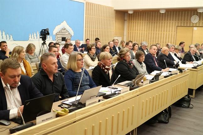 Så här såg fullmäktigemötet inte ut i dag när de samlades i coronatider, och många deltog per video.