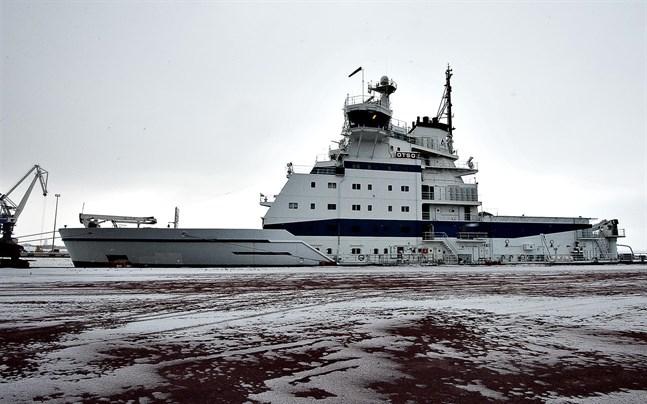 Isbrytaren Otso börjar assistera fartyg i Bottenviken.