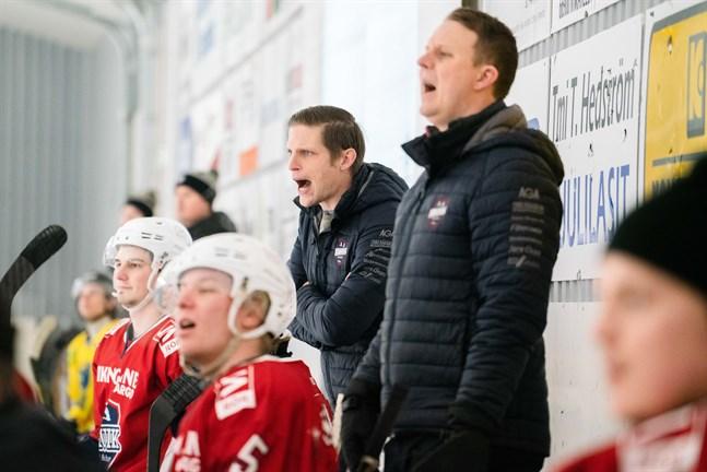 Michael Ringberg (till vänster) tillsammans med den assisterande tränaren Tommy Isaksson.