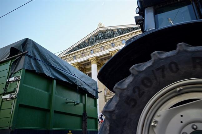 Lantbruksorganisationerna MTK och SLC lobbade för landsbygdens intressen i samband med regeringsförhandlingarna i våras. Enligt en ny enkät tror 31 procent av alla landsbygdsföretagare att investeringarna kommer att minska nästa år.