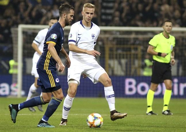 Jasse Tuominen (i vitt) har 15 A-landskamper på sitt cv och målet mot Liechtenstein var hans första för Finland.