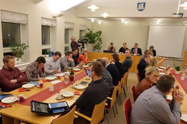 Innan den traditionsenliga julgröten höll Larsmofullmäktige ett kort möte.