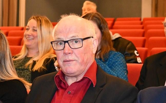 Samhällsbyggnadsnämndens ordförande Mats Ingves (SFP) flankerad av SFP:arna Christina Kindt och Alf Knuts fick in två nya moment i investeringsbudgeten.