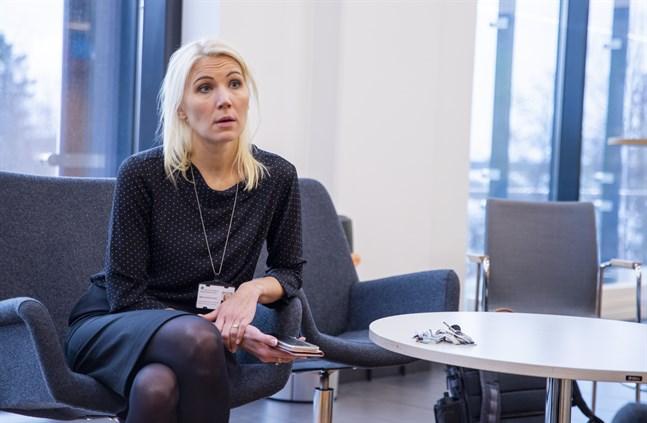 Vasa sjukvårdsdistrikts direktör Marina Kinnunen säger att man är beredd på att höja beredskapen om coronaläget förvärras i regionen.