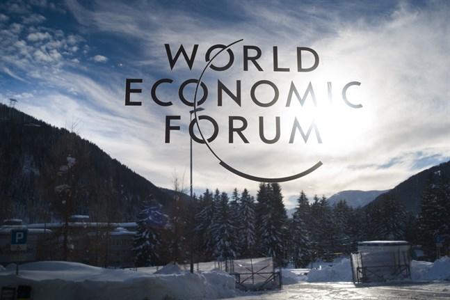 Världsekonomiskt forum (WEF) förutspår att det kommer att ta över 200 år för världens arbetsplatser att bli jämställda. Bild från Davos i Schweiz i samband med WEF:s årliga möte där i januari i år.
