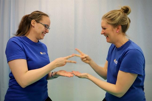 När Magdalena Storsved och Sara-Lotta Huhtaoja gör sten-sax-påse handlar det inte alltid om vem som vinner. En kan ha i uppgift att förlora.