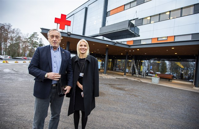 Styrelseordförande Hans Frantz och direktör Marina Kinnunen är med om att av sjukvårdsdistriktet  bygga upp det nya välfärdsområdet.