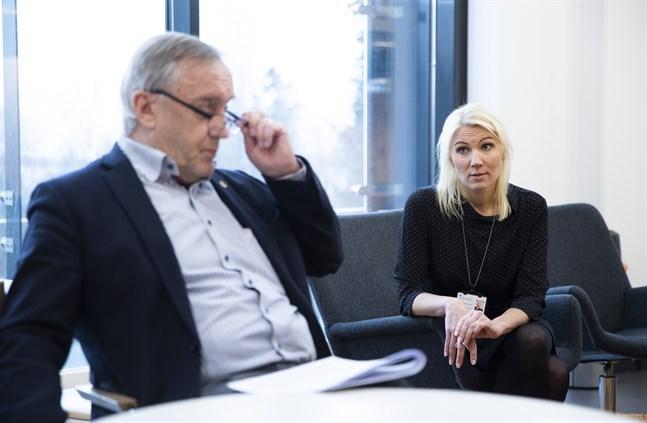 Hans Frantz, ordförande för Vasa sjukvårdsdistrikts styrelse och Marina Kinnunen, direktör för Vasa sjukvårdsdistrikt har inte gett upp hoppet om Aster Bothnia.