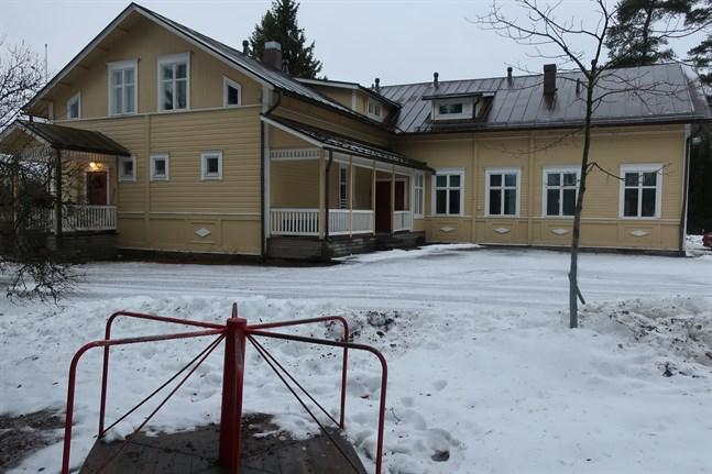 Påras skola är byggd 1896 och är i förhållandevis gott skick.