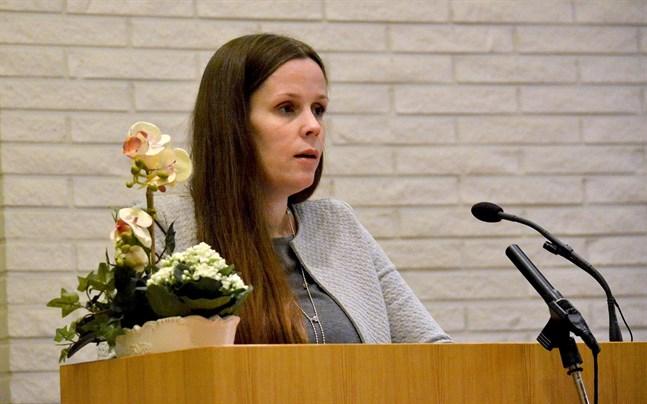 Två kandidater visade intresse för uppdraget som ny stadsfullmäktigeordförande för den tid som återstår av mandatperioden - mindre än ett år. SFP-gruppen ställde sig bakom Johanna Borg.