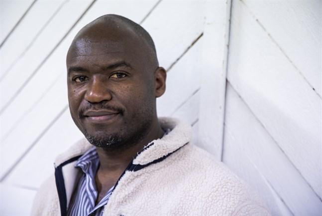 Moses Ndawula var barn under Ugandas oroliga 1980- och 1990-tal.