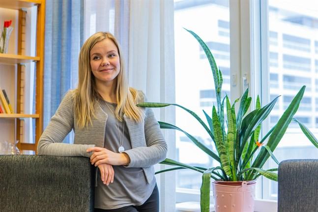 Jaana Kurki är ledande handledare vid centret för mental- och beroendevård Horisonten i Vasa.  Horisonten erbjuder samtalsstöd, nu även via telefonen.