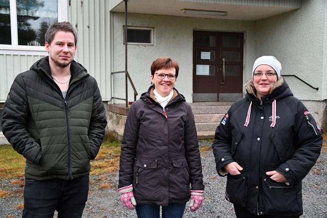 Både föräldrar och personal i Töjby daghem önskar att staden utreder en flytt av daghemmet till skolhuset. Johannes Nylund representerar föräldrarna, Lillemor Enlund är tf pedagogisk ansvarig i Töjby daghem och Eva Österberg är barnskötare i daghemmet.