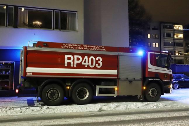 Branden på Vasa-balkongen på lördagsnatten ledde till att två personer fördes till sjukhus för kontroll.