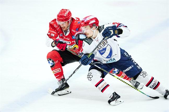 Ville Leskinen, till höger, öppnade målskyttet för HIFK.