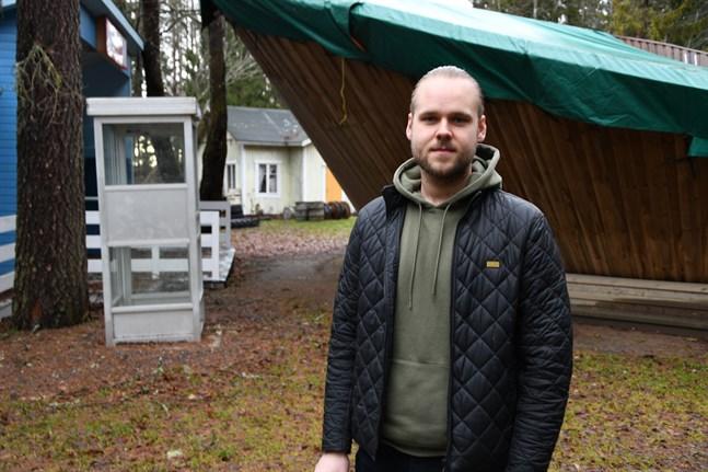 En medeltidsstad ska byggas upp kring vridläktaren då Närpes teater sätter upp familjepjäsen Robin Hood, berättar teaterns ordförande Simon Nystén.