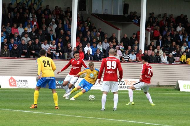Det blir flera derbymatcher i trean igen säsongen 2020 då Korsnäs FF tackade ja till en ledig plats i serien. Här ett foto ett derby mellan Kraft och Korsnäs FF i somras.