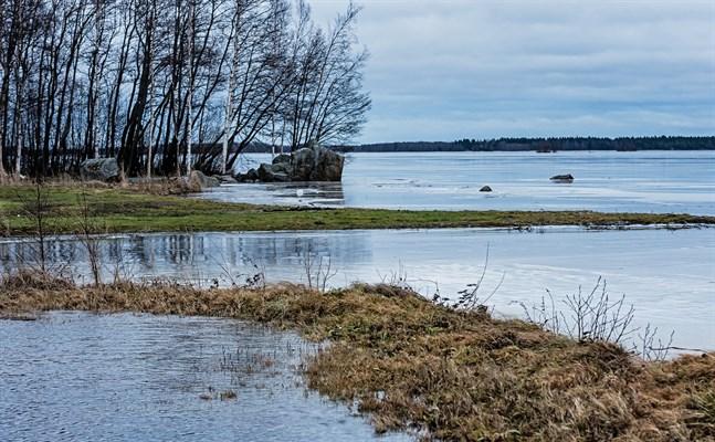 Storfjärden är en del av Larsmosjön.