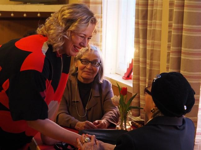 EU-kommissionär Jutta Urpilainen (SDP) tackade partikamraterna i Karleby för stödet hon fått under de sjutton år hon varit riksdagsledamot.