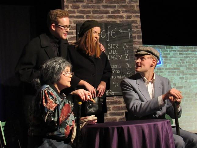 När det gamla paret Alvar och Alina träffar pastorn och pastorskan leder mötet till en del farsartade förvecklingar. I rollerna Ida Timmerbacka, Kevin Sandvik, Felicia Hästbacka och Jesper Jansson.