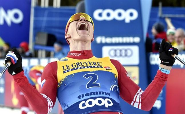 Alexander Bolsjunov skriker ut sin glädje efter segern i Tour de Ski.