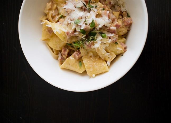 En smakrik pasta på ingredienser du redan har i skafferiet.
