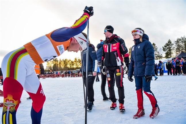 Viljam Knif, Tommy Haglund och Rebecca Sandnäs konstaterar att farten räckte till en andra plats.