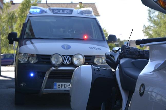 Polisen har avslöjat en omfattande droghandel med Kristinestad i fokus. Tiotals kilo amfetamin har sålts i Lappfjärd.