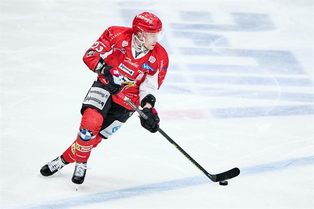 Turo Asplund är en av två Sport-spelare som missar kvällens match på grund av avstängning.