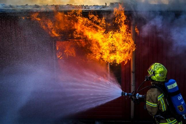 2019 skedde en ökning av antalet byggnadsbränder inom Österbottens räddningsverks område. Bilden är från en övning.