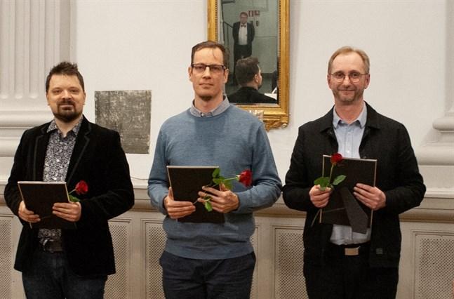 Ralf Nyqvist, till höger, korades till vinnare i Finlands svenska sång- och musikförbunds kompositionstävling. De övriga pristagarna är Tero Lanu i mitten och Lauri Salokoski till vänster.