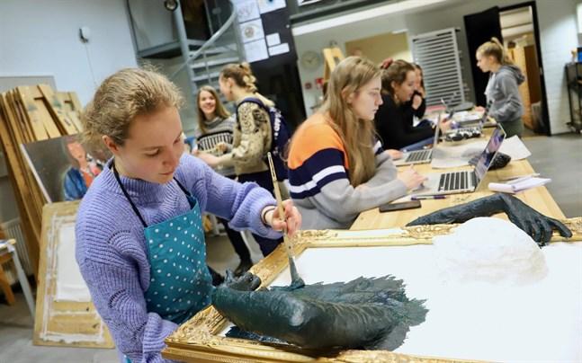De som valt bildkonst som tillval har gott om konst i skolan. Resten får nöja sig med en kurs i respektive konstämne.
