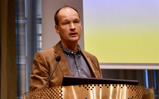 Om en förälder dör så stiger dödsrisken för barnet mer bland svenskspråkiga än bland finskspråkiga. Det råder starkare samhörighet i svenskspråkiga familjer, säger Jan Saarela, professor i demografi med statistik.