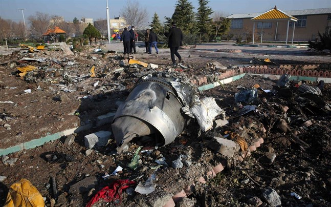 En preliminär iransk observation har konstaterat att planet brann före kraschen, en slutsats som bygger på vittnesuppgifter från personer på marken samt i ett annat flygplan som var i luften.