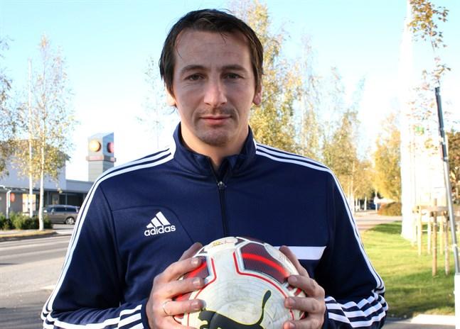Vladan Zlatkovic fortsätter som tränare i division 4-laget Kraft II.