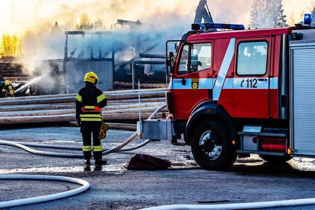 Kommunstyrelsen i Kronoby får på måndag en muntlig redogörelse om fredagens brand vid Påras. En utvärdering ska också göras, säger tf kommundirektör Ulf Stenman.