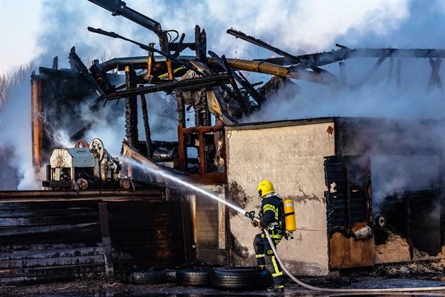 Brand vid Påras stolpfabrik i Kronoby. 10.1.2020.