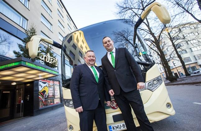 Niklas Iso-aho och Filip Hästbacka erbjuder bussresor till många olika resmål och destinationer.