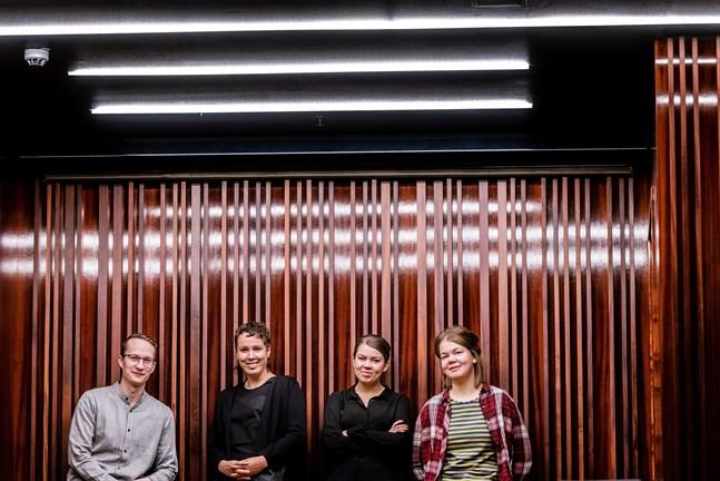 """Snart blir föreställningen som de ser fram emot verklighet. Från vänster i bild Lars-Victor """"Lavi"""" Öst, Lilian Ruotsala, Fanny Sjölind och Sara Sundqvist."""