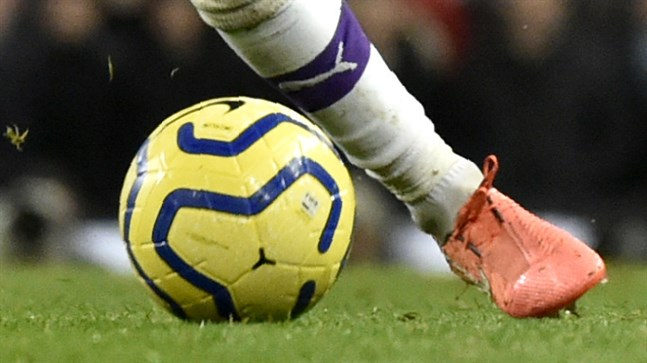 Två Manchester City-supportrar har stängts av från att gå på fotboll i fem år efter att ha gjort sig skyldiga till rasism.