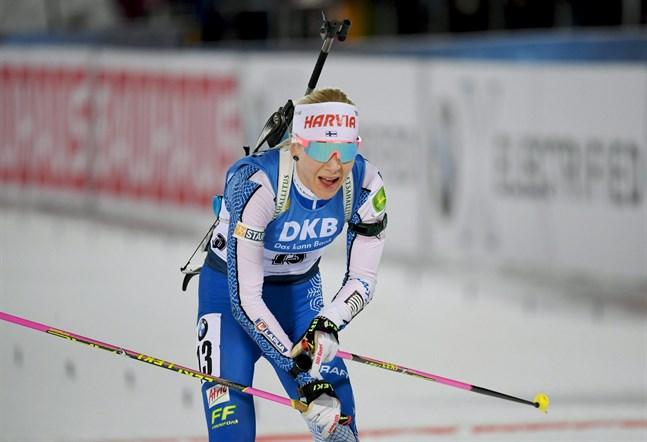 Kaisa Mäkäräinen tog en överlägsen seger i Oberhof, trots att hon var tävlingens äldsta deltagare.