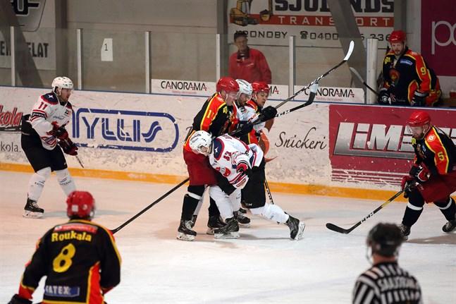 Både Lepplax och Kronan har anmält intresse att spela i Finaldsserien nästa år.