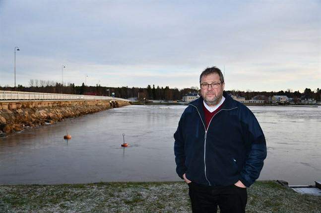 Esa Itälaakso får förlängd byggnadsskyldighet för tomthelheten på 8 000 kvadratmeter på andra sidan stadsfjärden.